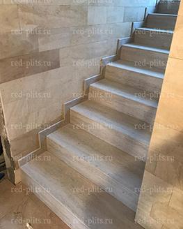 Отделка лестницы под травертин