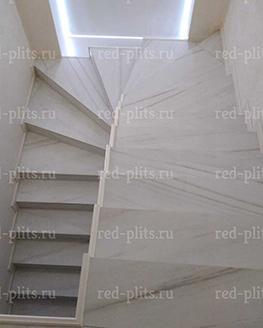 Отделка лестницы из керамогранита CHARME EXTRA LASA